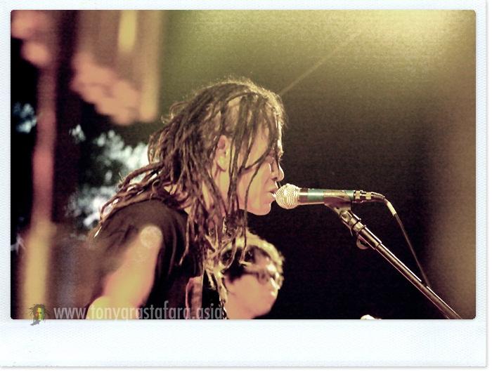 Photo Album Tony Q Rastafara Live